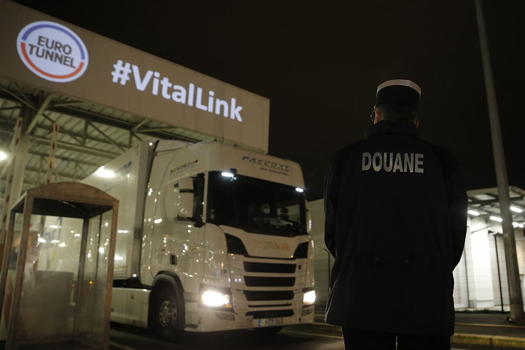 Waar voorheen de voorkeur bij Nederlandse exporteurs vooral lag bij een oversteek vanaf de Nederlandse havens, wordt er nu ook weer steeds meer gebruikgemaakt van de oversteek via de Eurotunnel. Foto: ANP