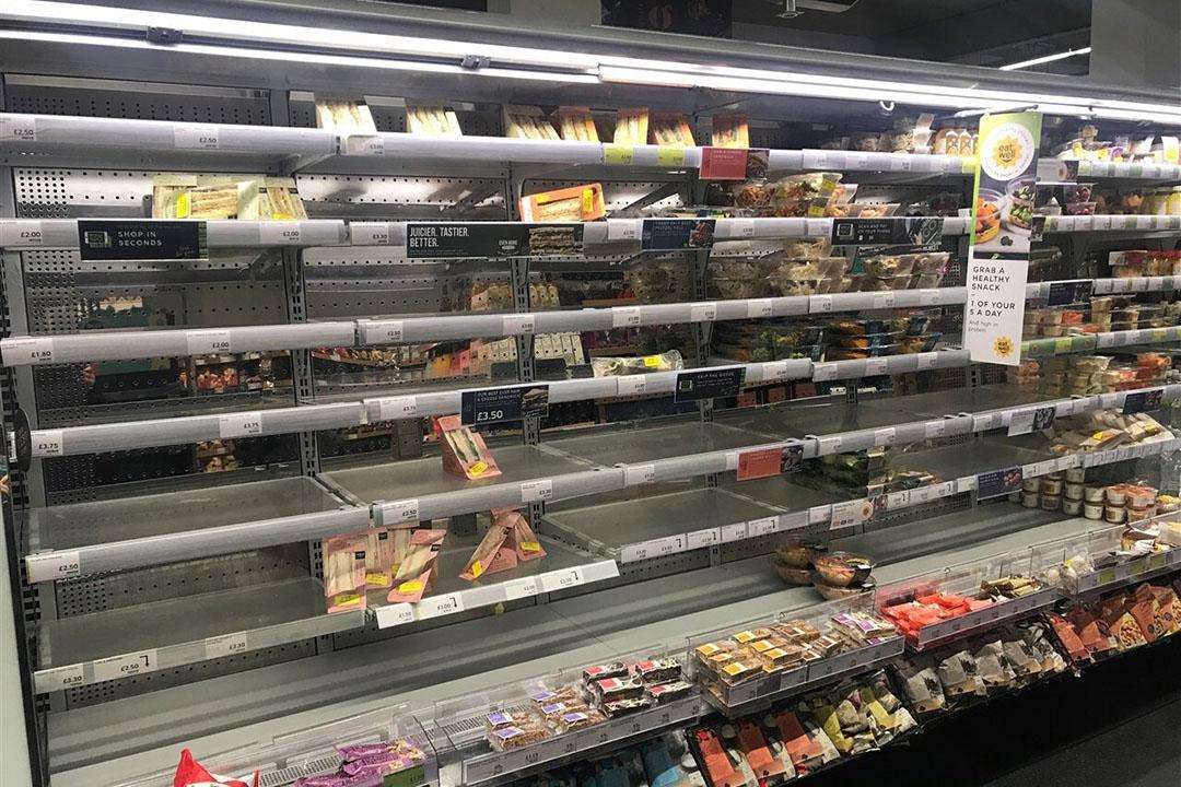 In Ierland doen zich vooral problemen voor bij de grote Britse supermarkten die er allemaal een reeks filialen hebben. Door de herkomstregels kunnen die veel uit de EU afkomstige producten die via hun distributiecentra in het VK naar Ierland gaan niet doorvoeren. Foto: ANP
