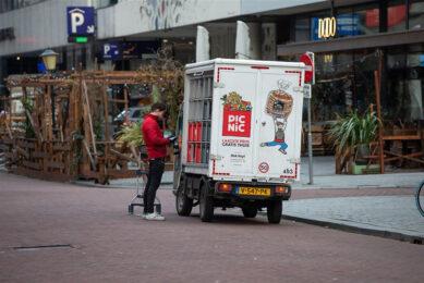 Een bezorgbusje van online supermarkt PicNic. - Foto: ANP