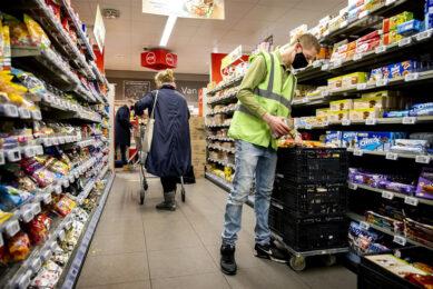 De twee te onderhandelen cao's in de supermarktbranche gelden voor 300.000 medewerkers.  - Foto: ANP