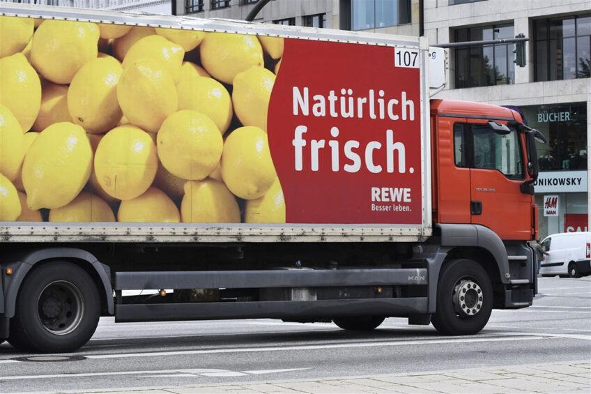 De demonstrerende boeren eisen vooral van de supermarkten dat ze meer Duitse producten inkopen. - Foto: ANP