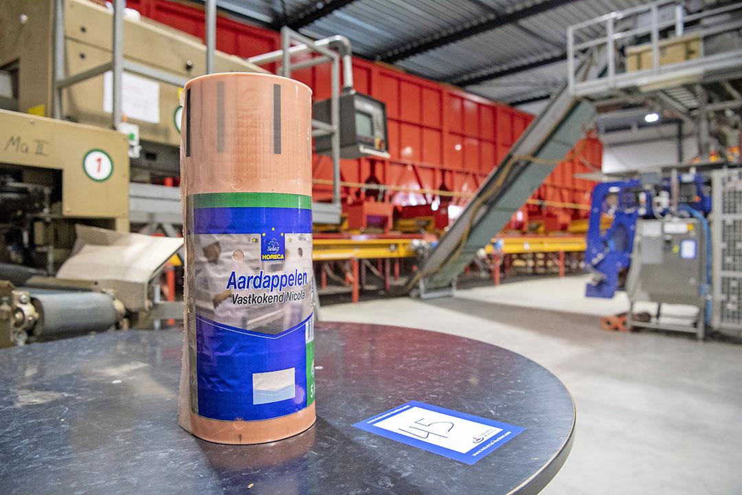 De rol met plastic zakken waar de aardappelen in worden verpakt, is nog ongebruikt. A.C. Loogman was één van de grootste aardappelverpakkers in Nederland.