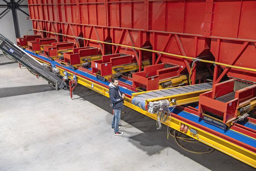 De voorraadbunkers worden als één kavel aangeboden op de veiling. - Foto's: Cor Salverius