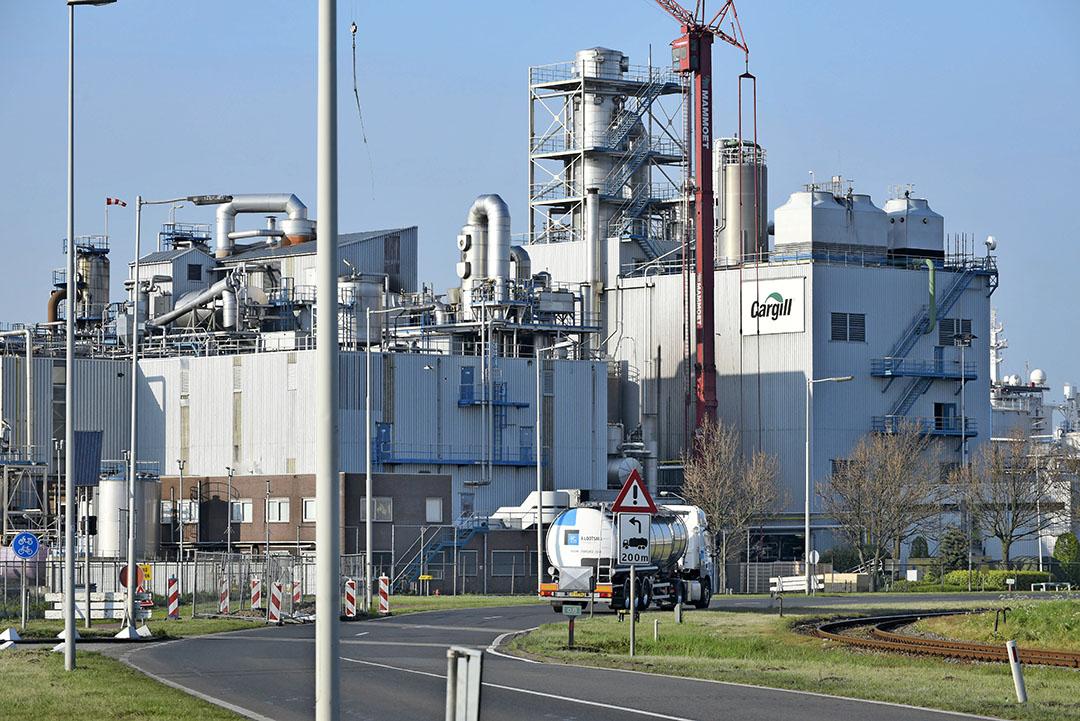De fabriek van Cargill in Rotterdam. Het is één van de vier locaties waar de werkzaamheden zijn neergelegd. Foto: ANP