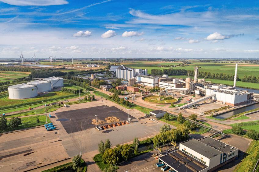 De suikerfabriek van Cosun Beet Company in Dinteloord. De suikerproducenten hebben veel last van vergelingsziekte omdat ze minder suiker krijgen dan waarop ze hebben gerekend. - Foto: Cosun
