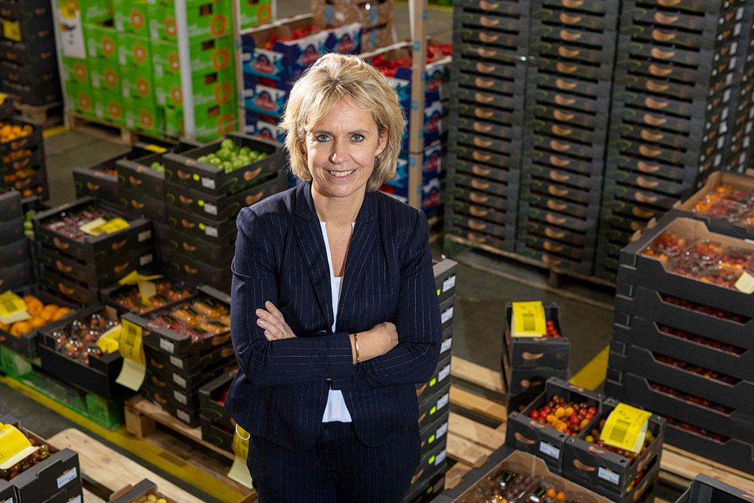 Janine Luten, algemeen directeur van GroentenFruit Huis, tijdens een werkbezoek aan handelsbedrijf Best Fresh. - Foto: Roel Dijkstra Fotografie/Marc Heeman