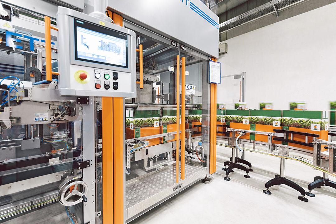 In het Duitse Einbeck heeft KWS een nieuwe productielijn gebouwd, speciaal om aan de groeiende animo voor Conviso Smart-bietenrassen te voldoen. Foto: Spieker Fotografie, via KWS
