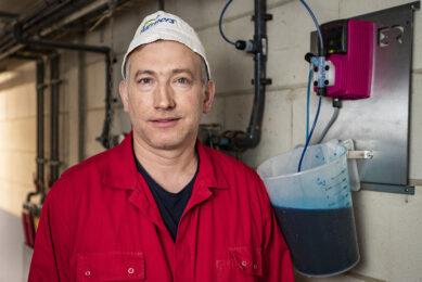 Jeroen Vehof (46) in Ambt Delden (Ov.) heeft 1.650 vleesvarkens en is drie jaar terug begonnen met vaccineren na een acute PIA-uitbraak. - Foto: Ronald Hissink