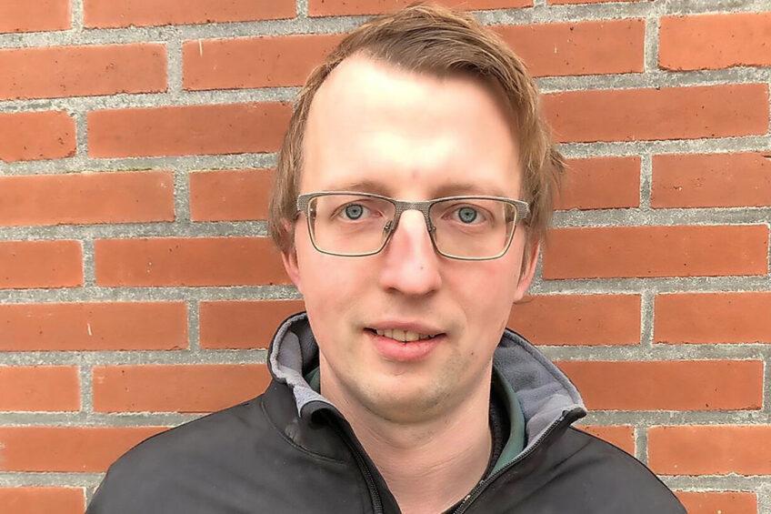 Akkerbouwer – en tevens GrAJK-bestuurslid - Jarno Rietema (28) uit Oudeschip is bezorgd over het toenemend aantal claims op landbouwgrond. Hij pleit voor inpoldering. - Foto: Jarno Rietema