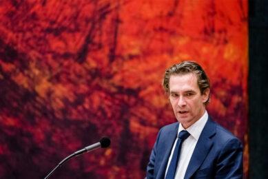 Demissionair Minister Bas van 't Wout van Economische Zaken tijdens een debat in de Tweede Kamer over de uitbreiding van het steunpakket voor bedrijven. - Foto: ANP