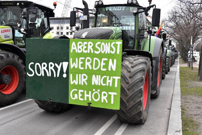 De afgelopen maanden gingen Duitse boeren meermaals de straat op voor een beter verdienmodel. - Foto: ANP