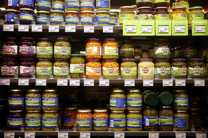 Diverse soorten groente in pot in het supermarktschap. Foto: ANP