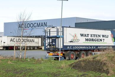 Er was vooral veel belangstelling voor de vrachtwagens en opleggers van Loogman. - Foto: Cor Salverius