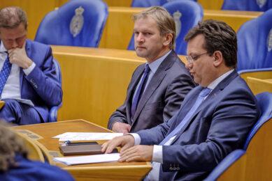 Maurits von Martels (midden) kreeg bij het CDA niet de landbouwportefeuille, die hield Jaco Geurts (r). - Foto: Fred Libochant