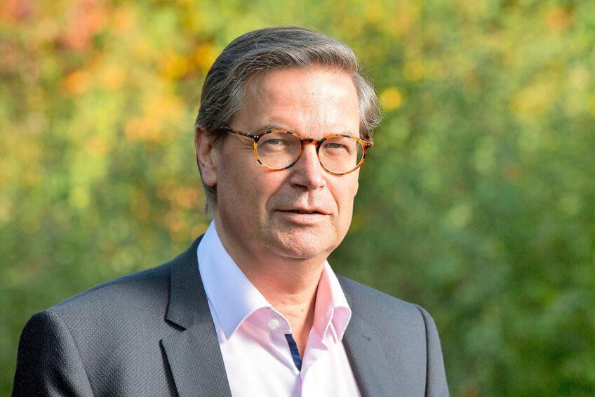 Ruud Tijssens is voorzitter van Taskforce Versnelling Innovatieproces Stalsystemen en werkzaam bij Agrifirm als directeur public & cooperative affairs. - Foto: Koos Groenewold