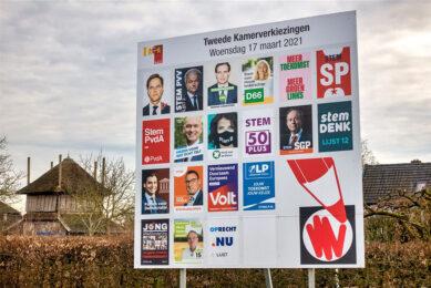 Verkiezingsposters voor de Tweede Kamer-verkiezingen. Veel partijen willen naast de boer staan. - Foto: ANP