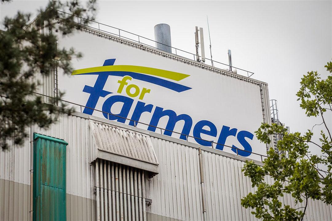 Het pand van veevoerbedrijf ForFarmers in Delden. - Foto: ANP