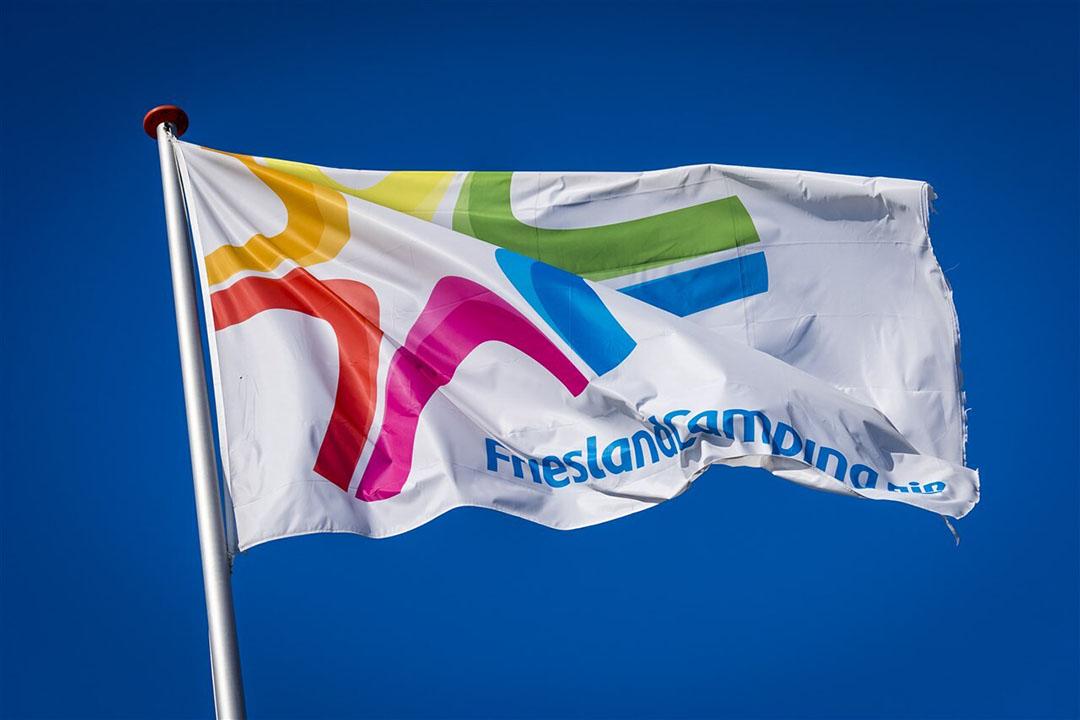 Vlag van zuivelconcern FrieslandCampina. - Foto: ANP/Lex van Lieshout