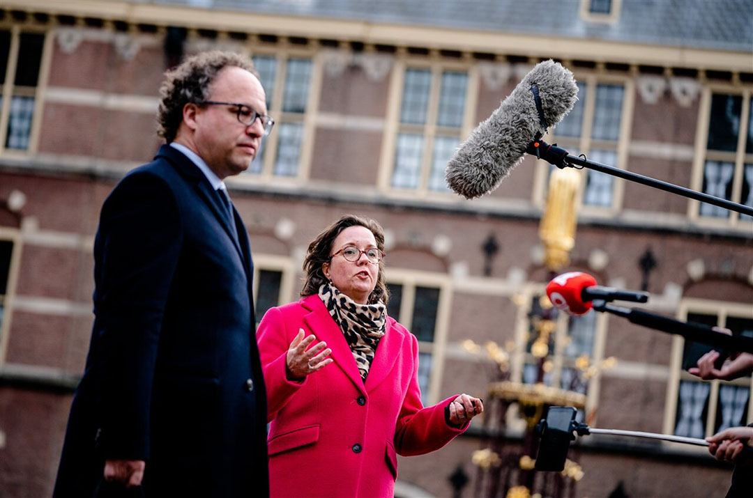 De nieuwe verkenners Tamara van Ark (VVD) en Wouter Koolmees (D66) staan de pers te woord op het Binnenhof. Foto: ANP