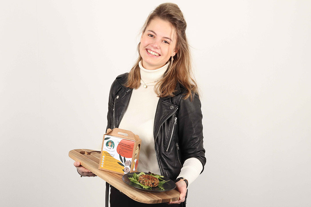 Maud Groenen ontwikkelde een doe-het-zelfpakket waarmee consumenten hun eigen veganistische hamburger kunnen maken zonder toegevoegd zout én zonder soja, onder de naam 'Uit Groenen's Keuken'.