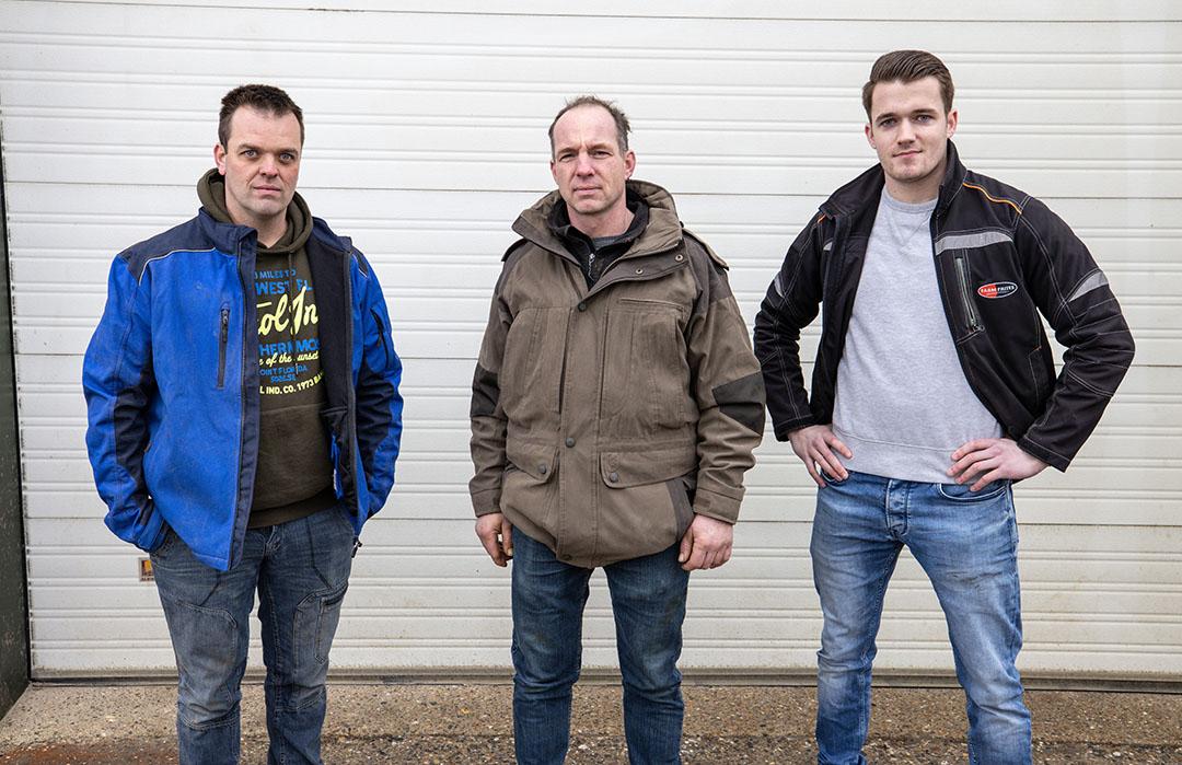 V.l.n.r. Remco Wesdorp (36), Huibert Groeneveld (46) en Martijn Groenendijk (20). Samen gaan ze innovatief aan de slag in de 'Proeftuin Van Pallandtpolder'. Foto: Peter Roek