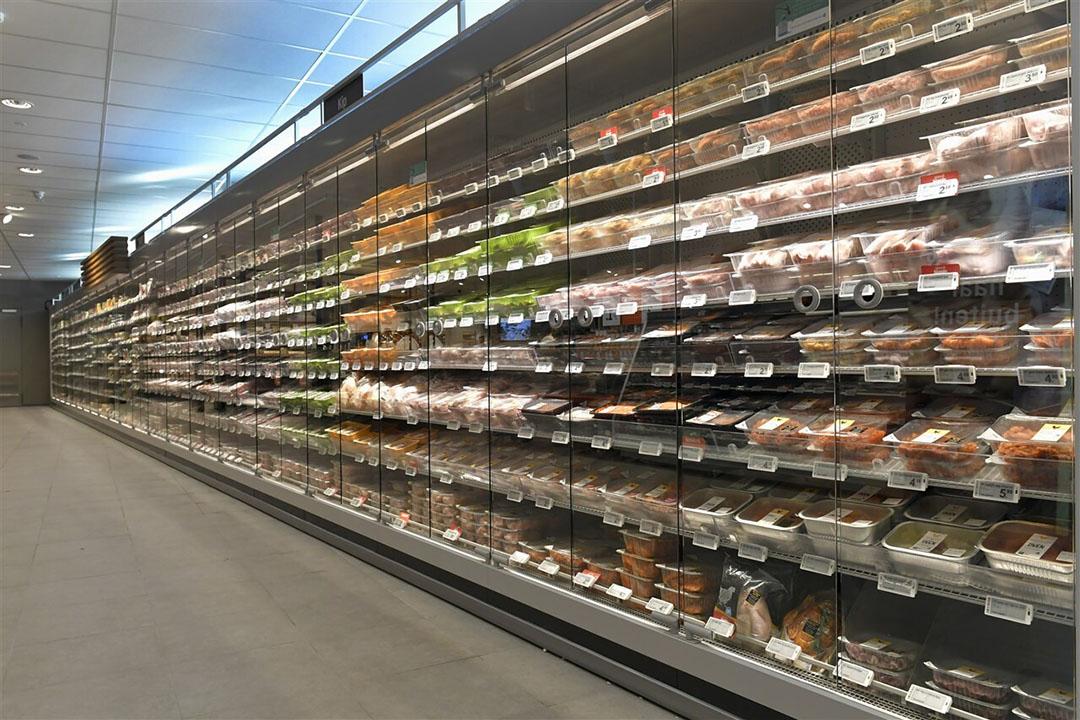 Koelvitrine in de supermarkt met verpakt vlees. Foto: ANP