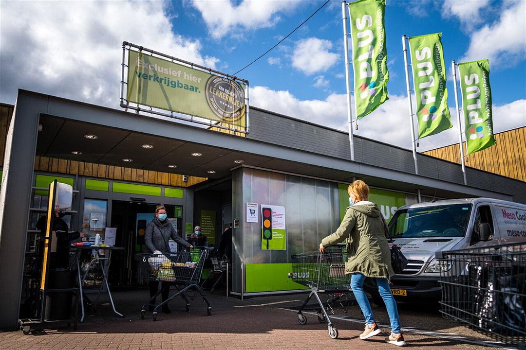 Ingang van een supermarkt van Plus. De supermarkt wil de omzet van biologische producten verdubbelen in drie jaar tijd. - Foto: ANP