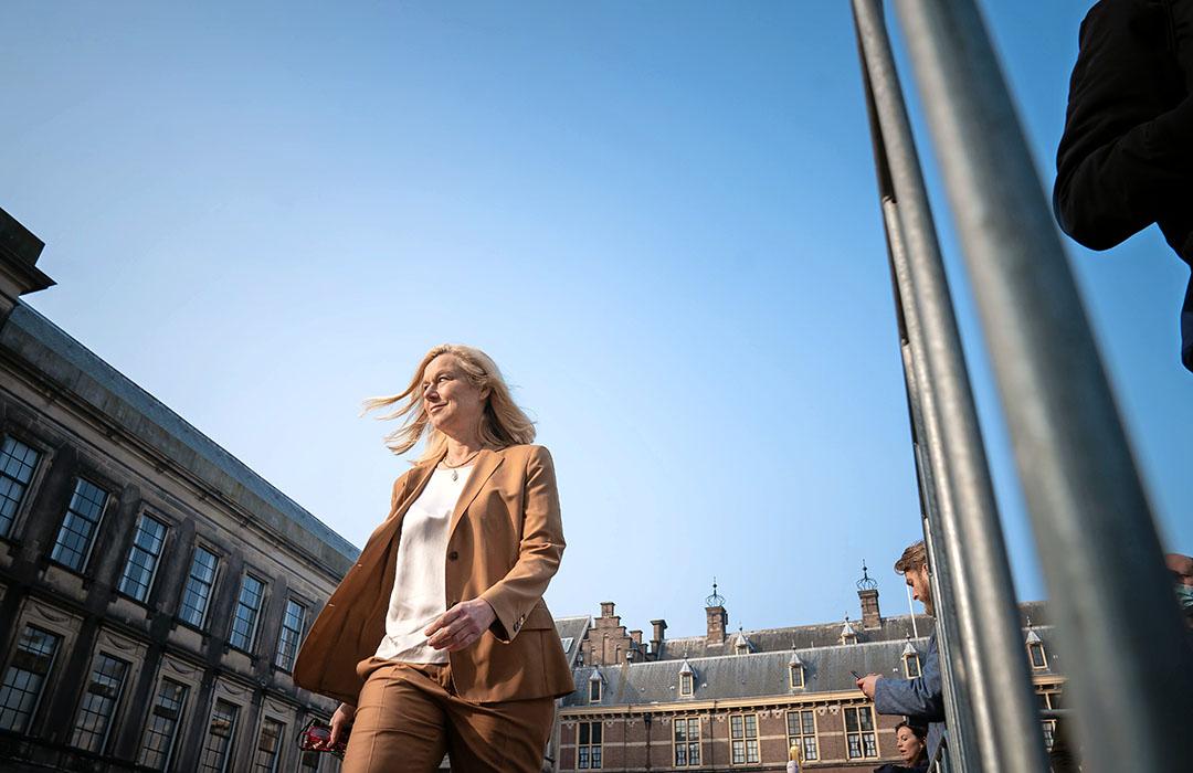 Sigrid Kaag (D66) op het Binnenhof. Halvering van de veestapel is voor D66 geen breekpunt. Foto: ANP