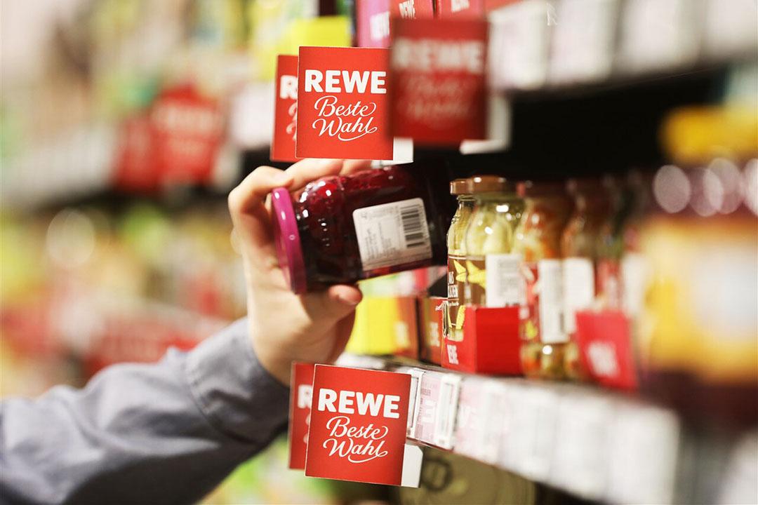 Beeld uit een supermarkt van Rewe. Het concern boekte een recordomzet in 2020. - Foto: ANP