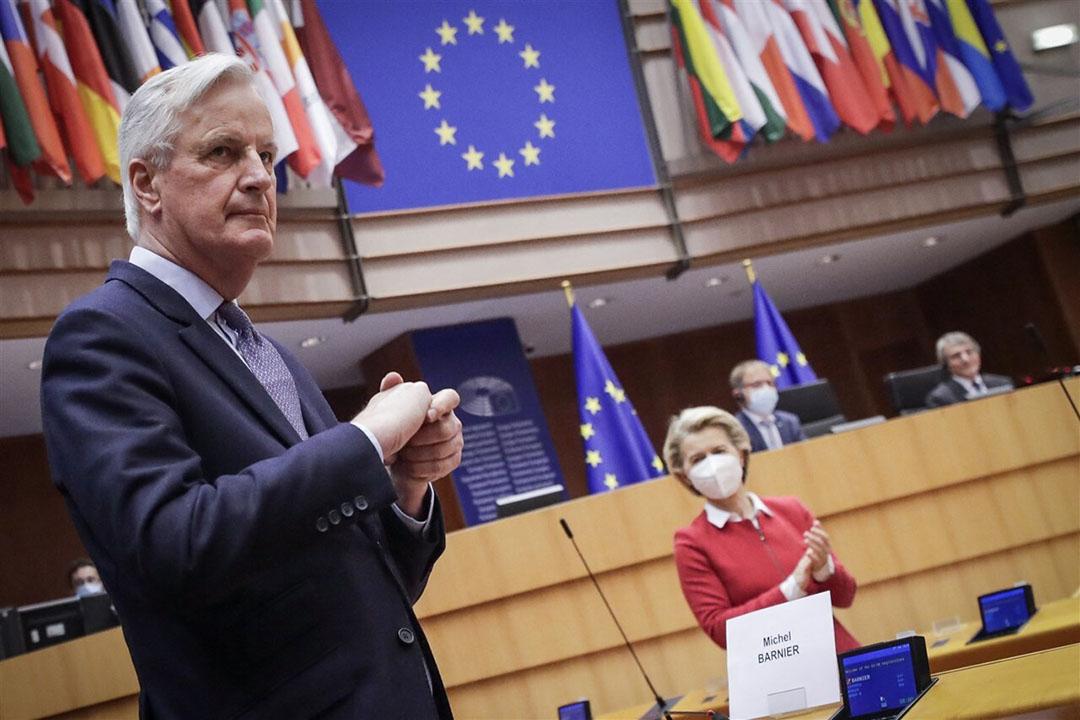 EU-onderhandelaar Michel Barnier en voorzitter van de Europese Commissie Ursula von der Leyen in het Europees Parlement. Foto: ANP