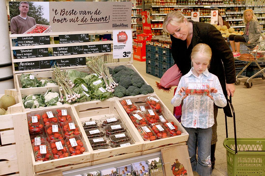 Groenteafdeling in een supermarkt. Met dynamische houdbaarheidsdata kan voedselverspilling in het retailkanaal worden tegengegaan. - Foto: Ton Kastermans