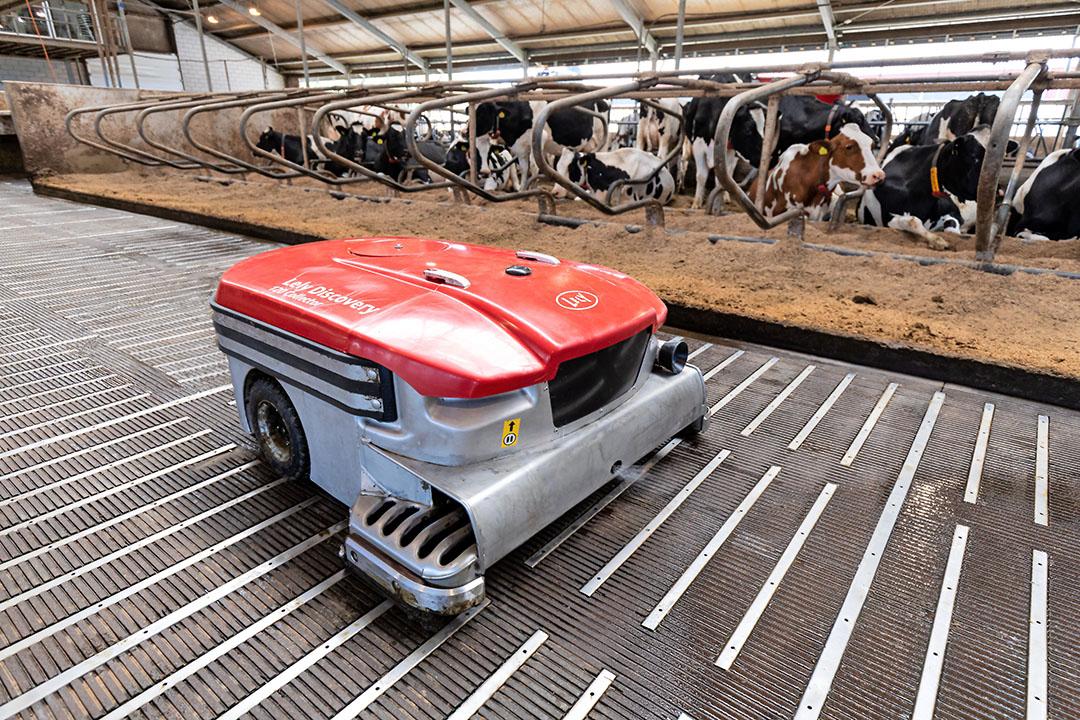 Stalsysteem Lely Sphere. Innovaties zijn volgens Lely efficiënter wat betreft het verminderen van stikstofemissie dan opkoop van bedrijven. - Foto: Misset