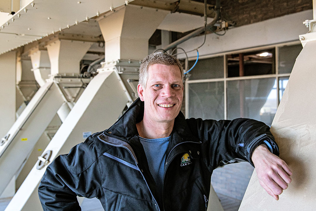 Wilfred ten Brinke werkt als nutritionist bij mengvoercoöperatie CAV Den Ham en is initiatiefnemer van het project Circulair Twenterand. Foto: Ronald Hissink