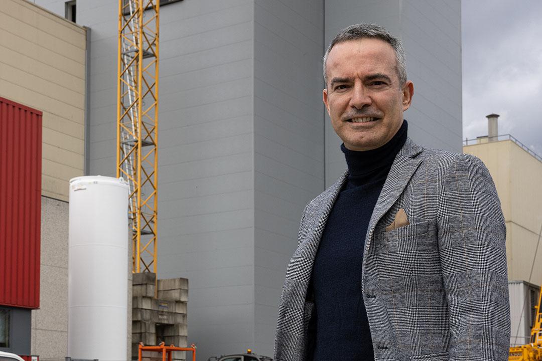 Diirecteur Louis Ska (47) van LDA blijft er een eer in stellen om de organisatie van het bedrijf zo slank mogelijk te houden. - Foto: Peter Roek