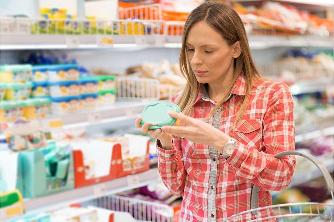 De Consumentenbond kwam formuleringen als 'natuurlijk' en 'puur' tegen op onder meer cola, suikerklontjes, winegums en chips. - Foto: Canva