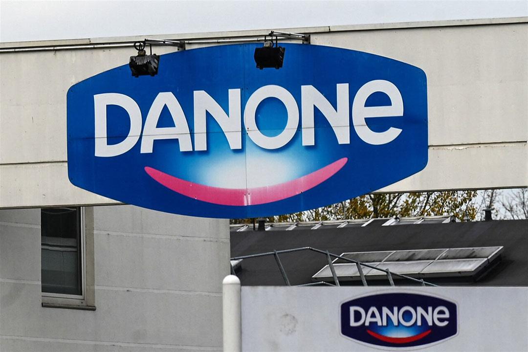 Het logo Danone bij een fabriek van de zuivelonderneming in Bailleul, Noord-Frankrijk. - Foto: ANP