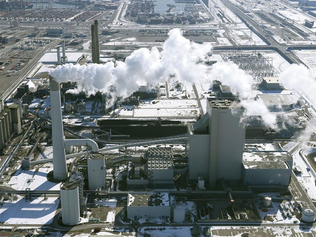 De kolencentrales op de Maasvlakte. Als gevolg van de hogere gasprijs is de vraag naar kolen toegenomen. - Foto: ANP