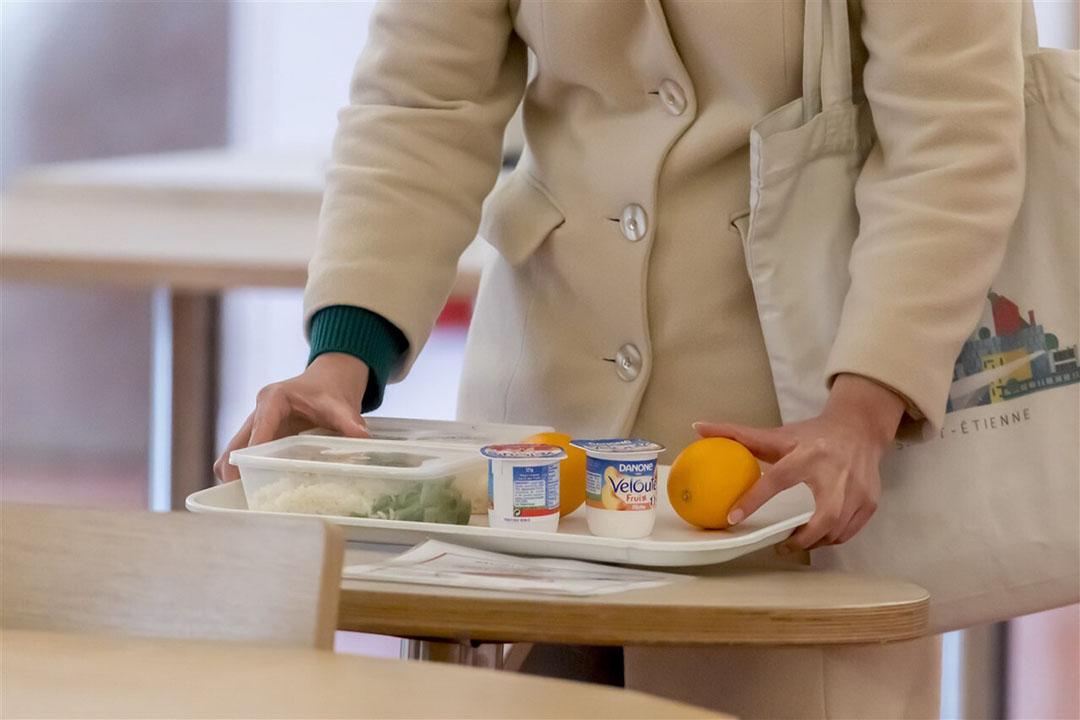 Vegetarische lunch op een Franse universiteit. Universiteiten in Frankrijk zijn verplicht dagelijks ook vegetarische maaltijden aan te bieden. - Foto: ANP