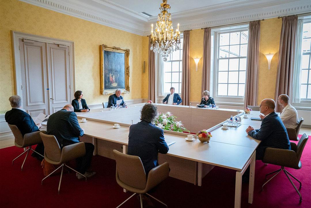Informateur Mariëtte Hamer ontvangt vertegenwoordigers van door de coronacrisis getroffen sectoren. - Foto: ANP
