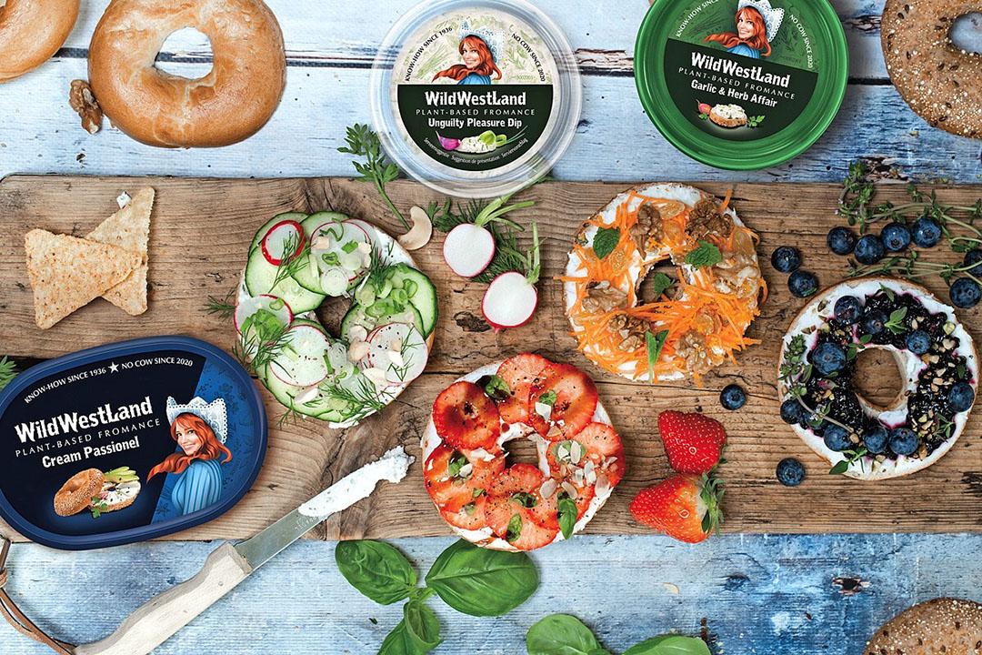 De drie nieuwe plantaardige smeerbare kazen die Those Vegan Cowboys en Westland Kaas op de markt brengen onder het merk WildWestLand. Foto: WildWestLand