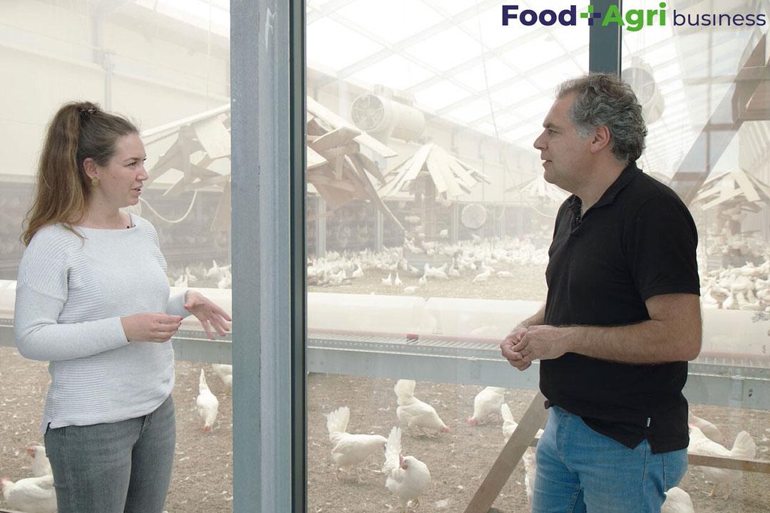 Ruud Zanders praat presentatrice Sophie bij over de ontwikkelingen bij Kipster. - Beeld: Imago Mediabuilders