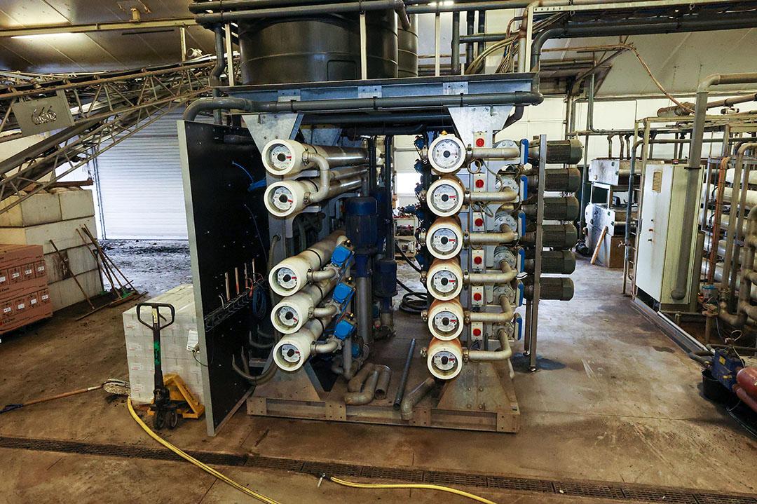 De installatie van Mestac. De coöperatie verwerkt varkensmest tot een dikke fractie, loosbaar water en mineralenconcentraat. - Foto: Bert Jansen