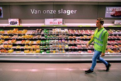 Vlees en vega op de slagerij-afdeling in een PLUS-supermarkt. - Foto: ANP