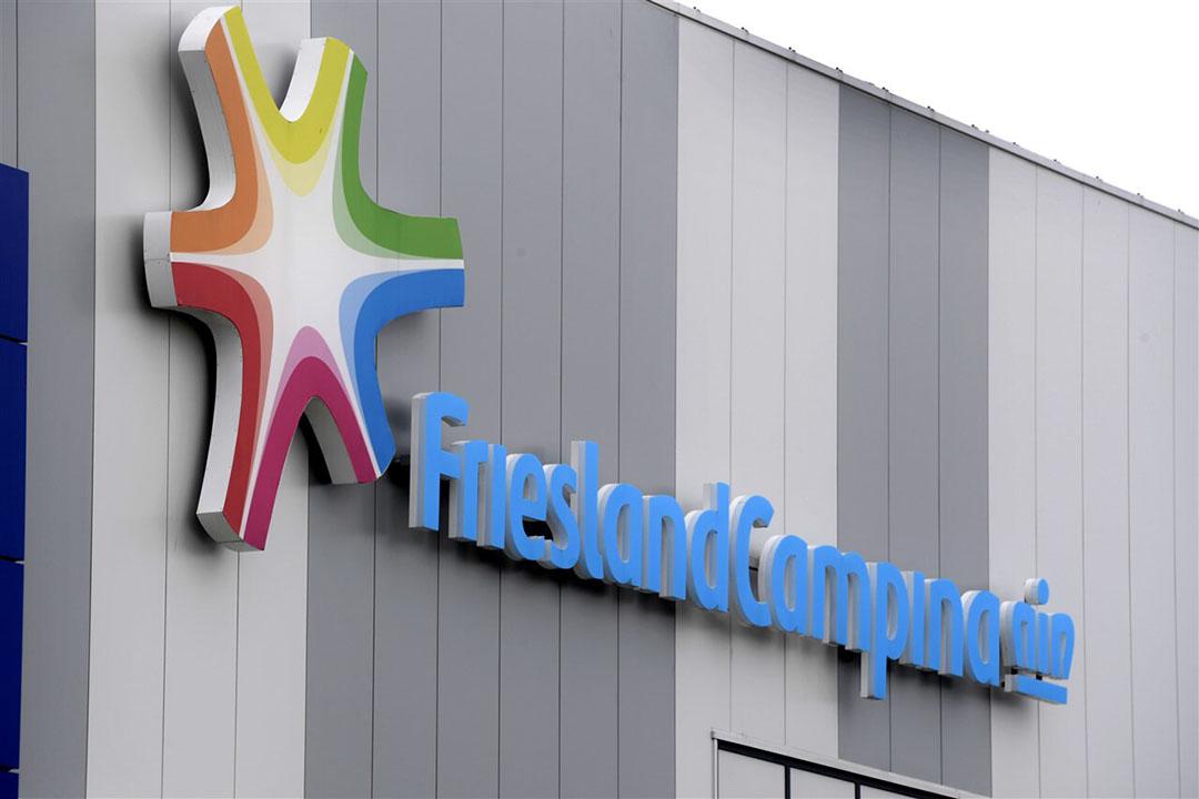 Het logo van FrieslandCampina op een magazijn van de zuivelaar. - Foto: ANP