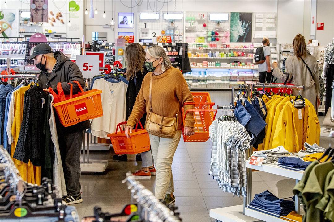 Winkelen bij de Hema. Nederlanders gaven in april 2021 9,5% meer uit dan in april vorig jaar. - Foto: ANP