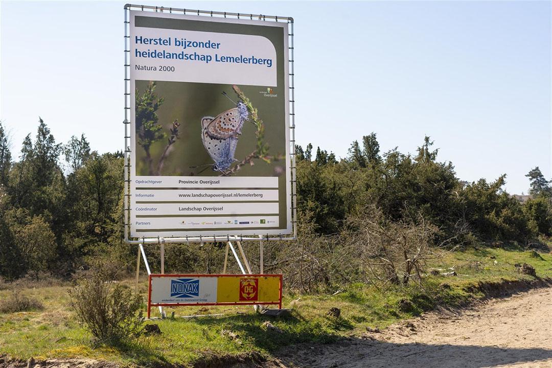 Landschap op de Lemeler en Archemerberg. Het natuurgebied is eigendom van Landschap Overijjsel. Recent zijn er grote percelen ontbost om heidevelden te laten ontstaan. Het is ook een Natura 2000-gebied.