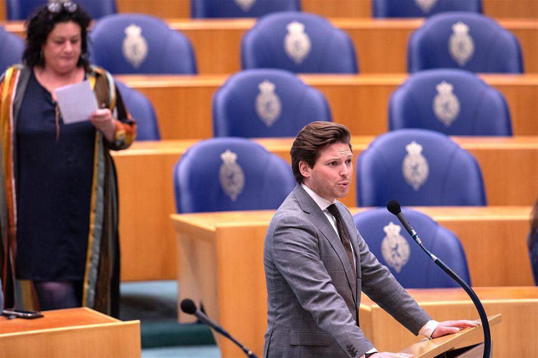 Thom van Campen (VVD) bij de microfoon en links Caroline van der Plas (BBB). - Foto: ANP