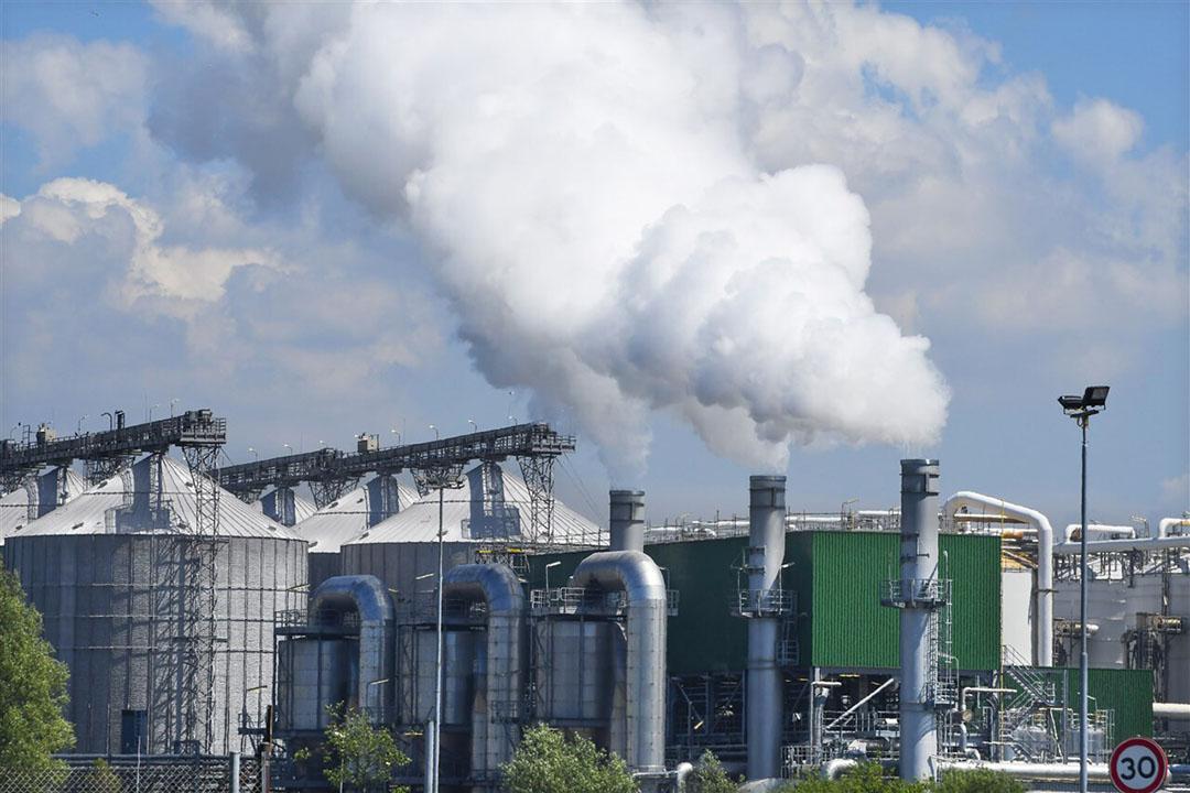 Een olieraffinaderij in de Rotterdamse haven. - Foto: ANP