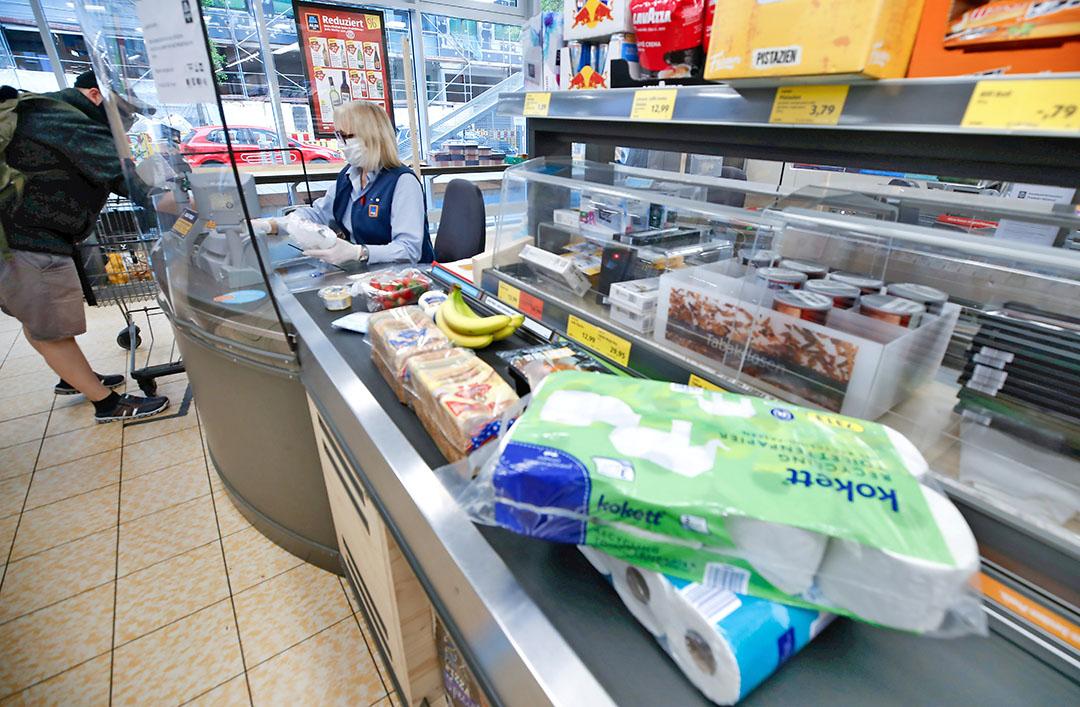 Kassa in een Aldi-winkel. Bij het afrekenen wil Mere het verschil gaan maken. Het bedrijf zegt 20% goedkoper te zijn dan Aldi en Lidl. - Foto: Reuters