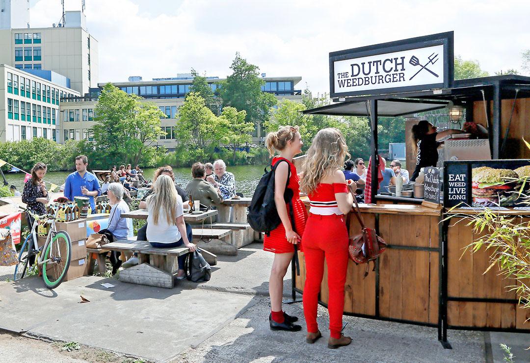 Dutch Weedburgers te koop. The Dutch Weed Burger maakt plantaardige producten op basis van zeewier. - Foto: ANP